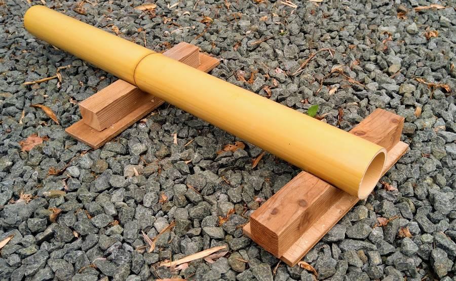 まる竹を切る時に使う「のこぎり台」